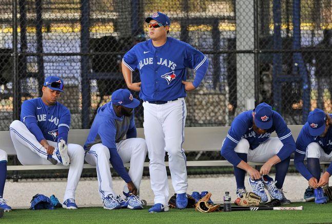 류현진(33)이 토론토 블루제이스 유니폼을 입고 나선 첫 실전 등판서 다소 부진했다. ⓒ 뉴시스