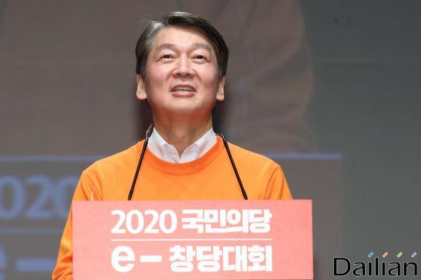 안철수 국민의당 대표가 23일 오후 서울 강남구 서울종합예술실용학교 SAC아트홀에서 열린