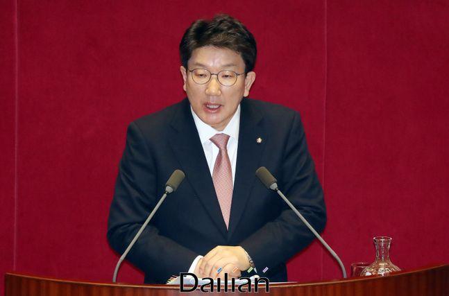 2일 오후 열린 국회 본회의 정치·외교·통일·안보 분야 대정부질문에서 권성동 미래통합당 의원이 질문하고 있다. ⓒ데일리안 박항구 기자