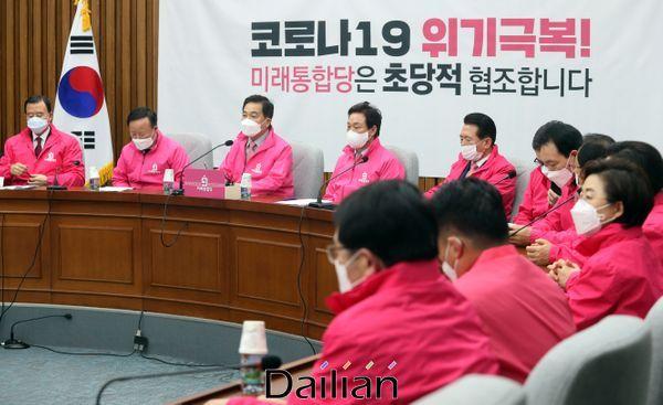 심재철 미래통합당 원내대표가 6일 오전 국회에서 열린 원내대책회의를 주재하고 있다. ⓒ데일리안 박항구 기자