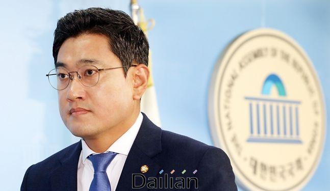 국회 정론관 기자회견을 마치고 나서는 오신환 미래통합당 의원 ⓒ뉴시스