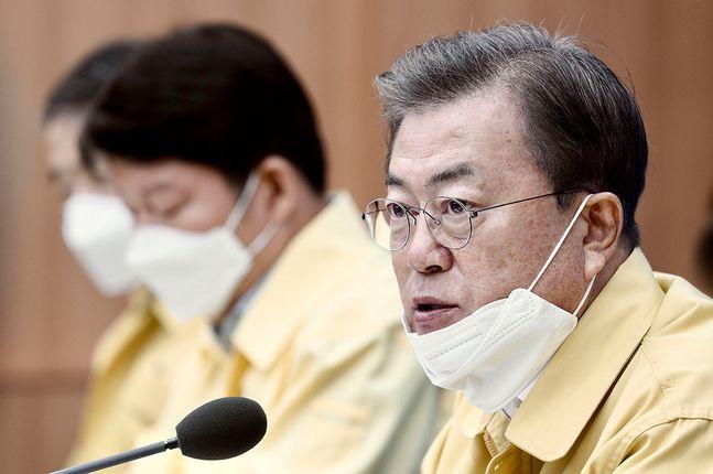 문재인 대통령이 15일 코로나19 최대 피해 지역인 대구·경북에 대한 특별재난지역 선포를 재가했다. (자료사진) ⓒ청와대