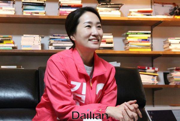 김수민 미래통합당 청주청원 예비후보가 15일 충북 청주청원 오창읍 자신의 선거사무소에서 데일리안과 인터뷰를 갖고 있다. ⓒ청주(충북)=데일리안 정도원 기자