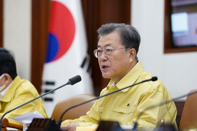 문재인 대통령이 17일 정부서울청사에서 열린 국무회의에서 모두발언을 하고 있다. ⓒ청와대