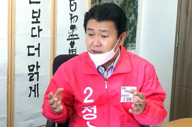 대전 대덕에서 3선에 도전하는 정용기 미래통합당 의원이 17일 오정동 농수산물유통센터 맞은편 자신의 선거사무소에서 데일리안과 인터뷰를 갖고 있다. ⓒ대전=데일리안 정도원 기자