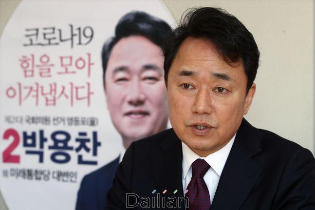 박용찬 미래통합당 영등포을 예비후보가 16일 오전 서울 영등포구에 마련된 선거사무소에서 데일리안과 인터뷰를 갖고 있다. ⓒ데일리안 홍금표 기자