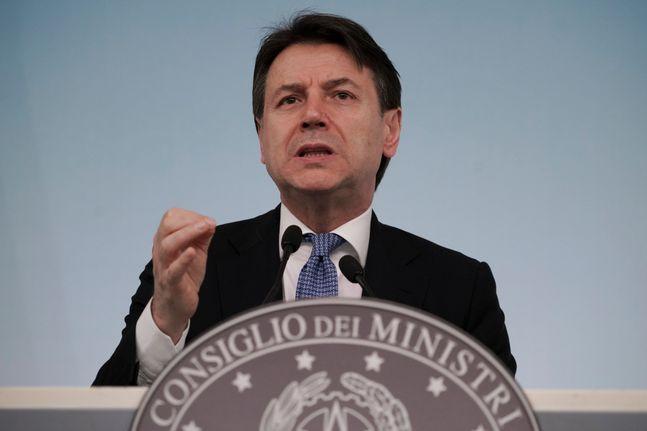 지난 5일 로마에서 기자회견을 열고 코로나19 대책을 발표하는 콘테 총리.ⓒAP/뉴시스
