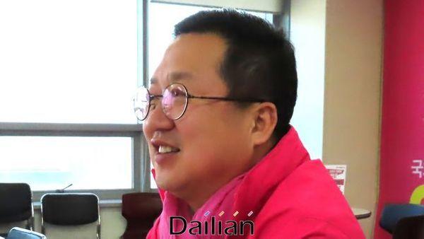 대전 동구에서 3선에 도전하는 이장우 미래통합당 의원이 23일 오후 대전 동구 삼성동 자신의 선거사무실에서 데일리안과 인터뷰를 갖고 있다. ⓒ대전=데일리안 정도원 기자