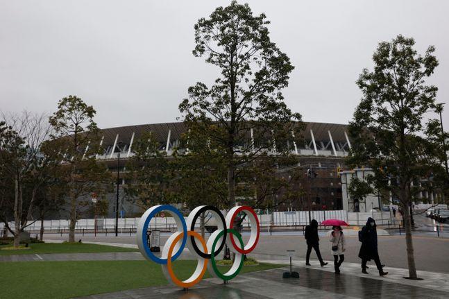 올림픽을 개최하기도 전에 '올림픽 저주'에 빠진 일본. ⓒ 뉴시스