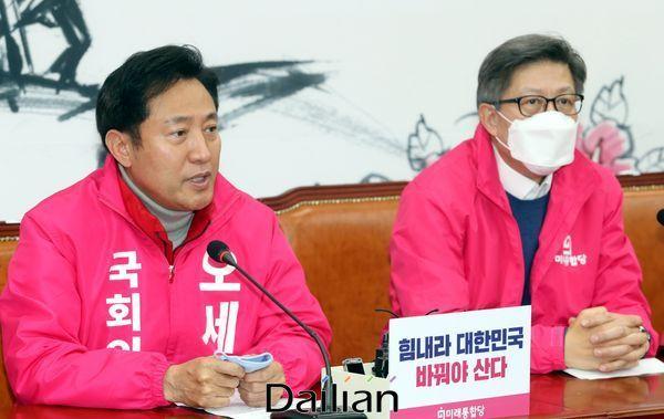 미래통합당 오세훈 서울권역 선대위원장이 24일 국회에서 열린 선거대책전략회의에서 발언을 하고 있다. ⓒ데일리안 박항구 기자