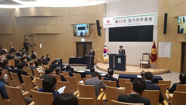 김교현 롯데케미칼 대표이사가 25일 오전 서울 잠실 롯데월드타워에서 열린