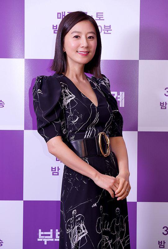 배우 김희애가 26일 JTBC 드라마