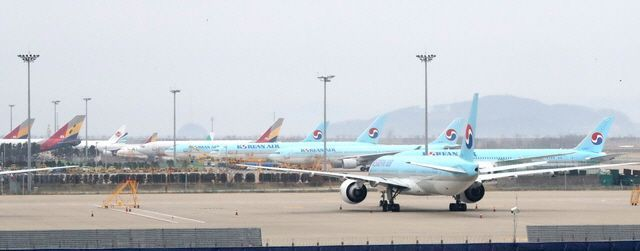 지난 9일 오후 인천공항 제2터미널 활주로 계류장에 항공기가 줄지어 서 있다.ⓒ뉴시스