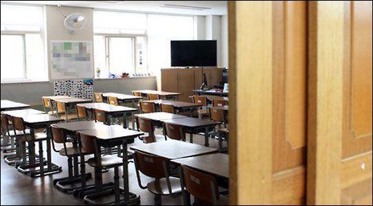 코로나19 여파로 서울의 한 학교 교실이 비어있다(자료사진). ⓒ연합뉴스