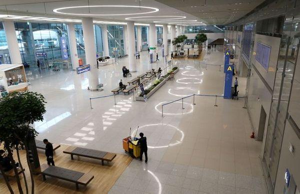 지난 26일 오후 인천국제공항 2터미널 입국장이 한산한 모습을 보이고 있다.ⓒ뉴시스