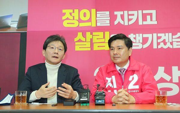 유승민 미래통합당 의원이 29일 서울 중구 다산로에 마련된 통합당 중구성동구을 지상욱 국회의원 후보 선거사무소를 방문해 지지 발언을 하고 있다. ⓒ뉴시스