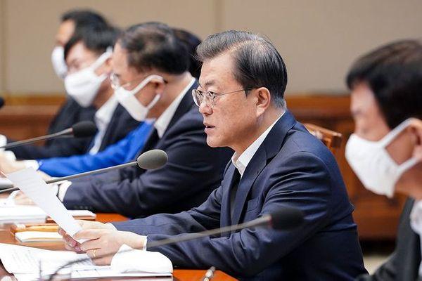 문재인 대통령이 30일 오전 청와대에서 열린 제3차 비상경제회의에서 모두 발언을 하고 있다. ⓒ청와대