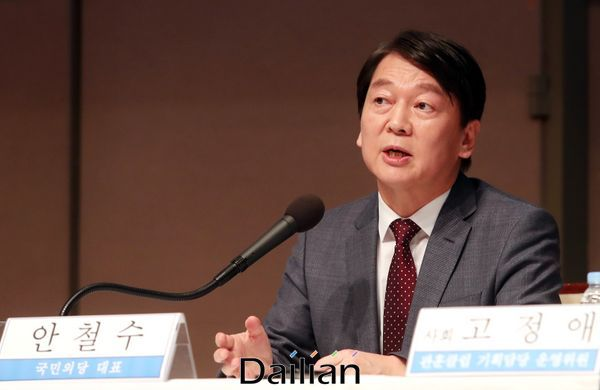 (안철수 국민의당 대표가 31일 오전 서울 중구 한국프레스센터에서 열린 관훈토론회에 참석해 패널들의 질문에 답변하고 있다.ⓒ데일리안 박항구 기자