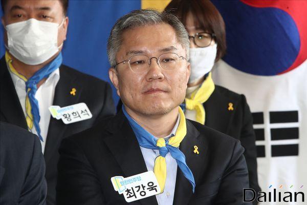 열린민주당 선대위 발족식에 참석한 최강욱 전 청와대 공직기강비서관 ⓒ데일리안 홍금표 기자