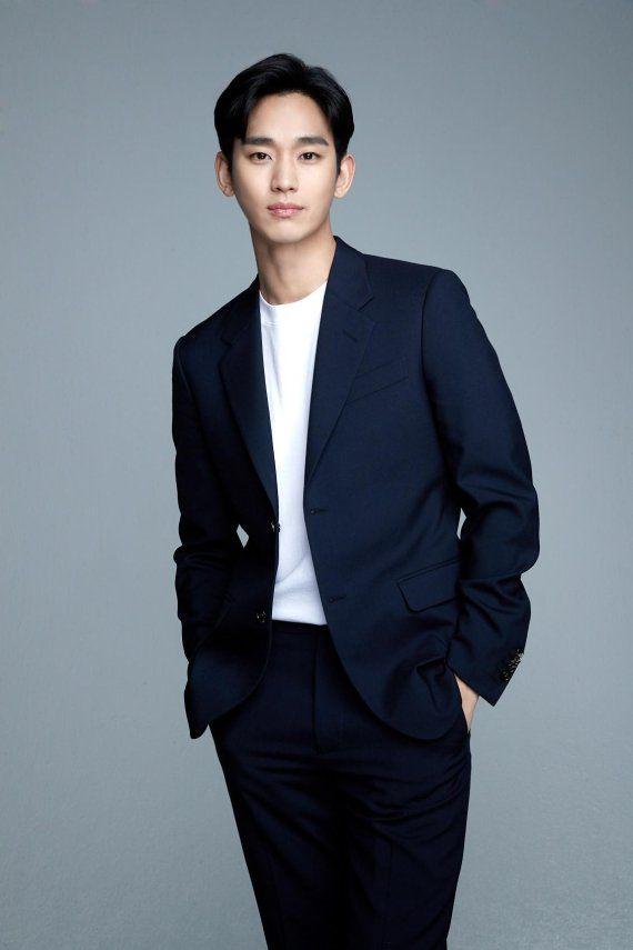 배우 김수현. 사진=하나은행 제공