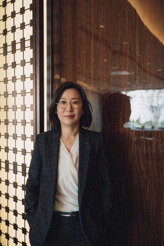 곽신애 바른손이앤에이 대표는 아시아 여성 제작자로서는 첫 아카데미 작품상을 품에 안았다. ⓒCJ엔터테인먼트