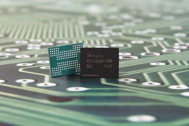 SK하이닉스가 개발한 96단 4D 낸드 기반 1Tb QLC 제품.(자료사진)ⓒSK하이닉스
