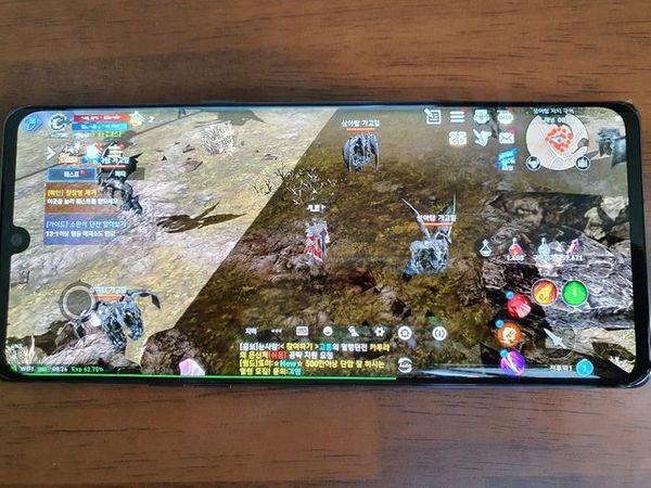 LG전자 전략 스마트폰 'LG 벨벳'으로 '리니지2 레볼루션'을 실행한 모습.ⓒ데일리안 김은경 기자