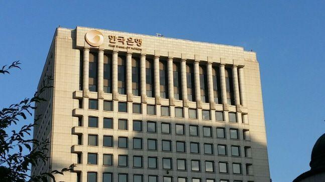 한국은행이 신종 코로나바이러스 영향으로 어려움을 겪고 있는 중소기업을 지원하기 위해 5조원의 자금을 추가 공급한다.ⓒ뉴시스