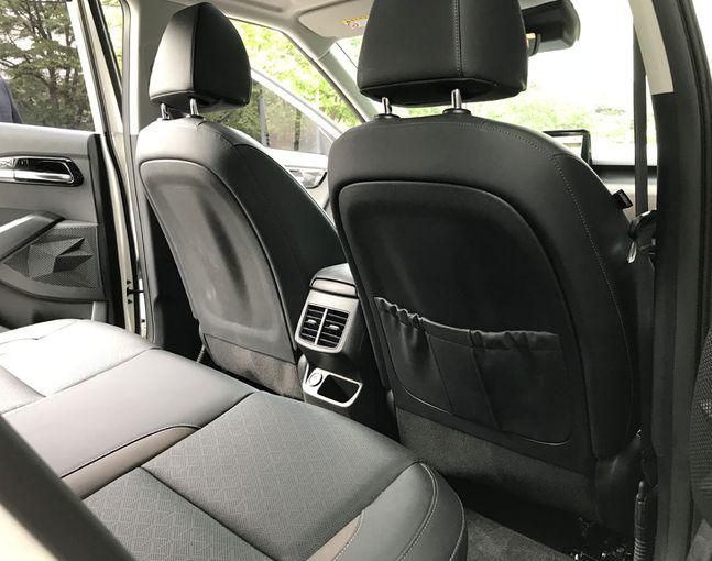 셀토스 뒷좌석 모습. 소형 SUV 치고는 레그룸이 넓은 편이며, 뒷좌석 승객을 위한 에어밴트와 USB 포트도 달려 있다. ⓒ데일리안 박영국 기자.