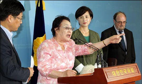 일본군 위안부 피해자인 이용수 할머니가 2016년 국회에서 기자회견을 하고 있다. ⓒ데일리안 박항구 기자