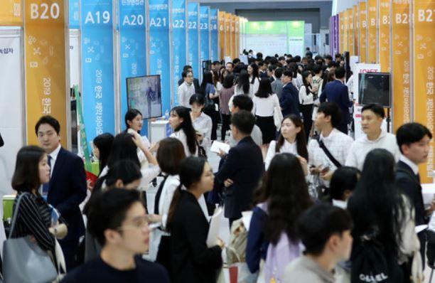 지난해 9월 열린 한국 제약바이오산업 채용박람회에 현장면접을 보러 온 구직자들의 모습.(자료사진) ⓒ뉴시스