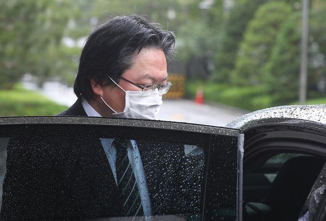 소마 히로히사 주한 일본대사관 총괄공사가 외교부 청사를 나서고 있다. ⓒ뉴시스