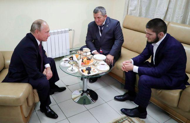 부친과 함께 푸틴 대통령을 만났던 하빕. ⓒ 뉴시스