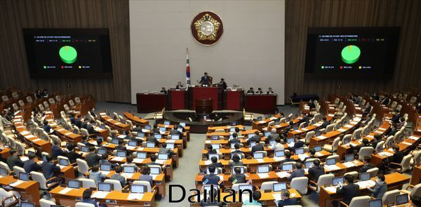 지난 20일 오후 서울 여의도 국회 본회의장에서 제20대 국회 마지막 본회의가 진행 중이다.ⓒ데일리안 홍금표 기자