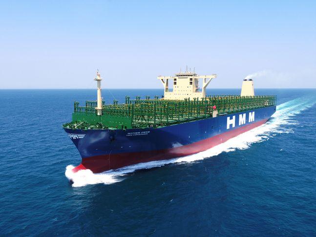 대우조선해양이 두번째로 인도한 HMM사 초대형컨테이너선 '에이치엠엠 코펜하겐'호의 운항모습ⓒ대우조선해양