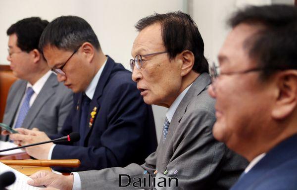 이해찬 더불어민주당 대표가 22일 오전 국회에서 열린 최고위원회의에서 발언을 하고 있다. ⓒ데일리안 박항구 기자