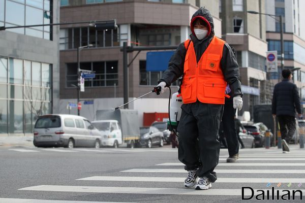 경기도가 23일 서울 이태원 클럽에서 시작된 코로나19 확산 양상이 커짐에 따라 유흥주점 등 다중이용시설에 2주간 내렸던 집합금지 명령을 2주간 연장한다고 밝혔다. ⓒ데일리안 류영주 기자