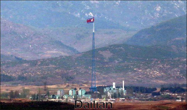 경기도 파주 오두산 통일전망대에서 바라본 북한 최남단 기정동 마을에 인공기가 펄럭이고 있다(자료사진). ⓒ데일리안 박항구 기자