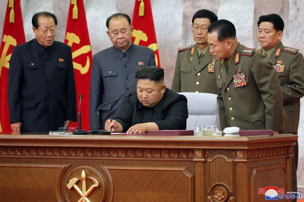 조선중앙통신은 지난 24일 북한 김정은 국무위원장 주재로 노동당 중앙군사위원회 제7기 제4차 확대회의가 진행됐다고 보도했다. ⓒ조선중앙통신