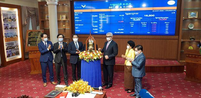 캄보디아 최대 상업은행인 아클레다 은행이 캄보디아 증권거래소(CSX)에 상장됐다ⓒ한국거래소