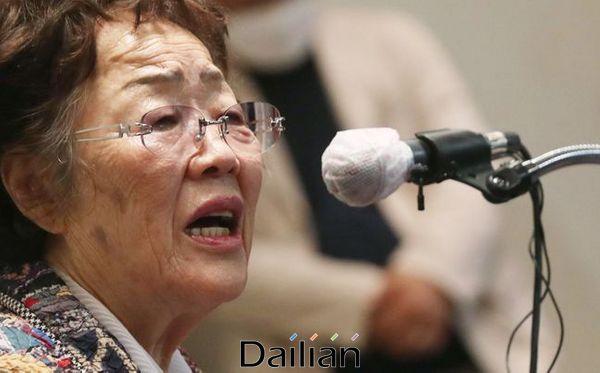 일본군 위안부 피해자인 이용수 할머니가 25일 오후 대구 수성구 인터불고 호텔에서 두 번째 기자회견을 열어 입장 발표를 하고 있다. ⓒ데일리안 류영주 기자