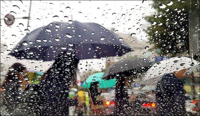 중부지방은 2일 오후 현재 비가 잠시 멈췄지만, 저녁부터 다시 시작돼 다음 날 새벽까지 빗방울이 떨어질 전망이다. ⓒ데일리안 박항구 기자