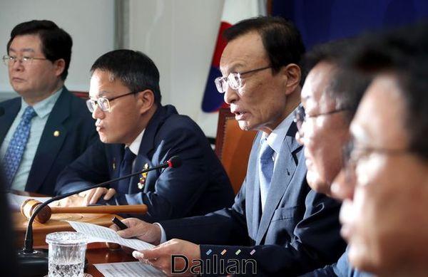 이해찬 더불어민주당 대표가 3일 오전 국회에서 열린 최고위원회의에서 모두발언을 하고 있다. ⓒ데일리안 박항구 기자