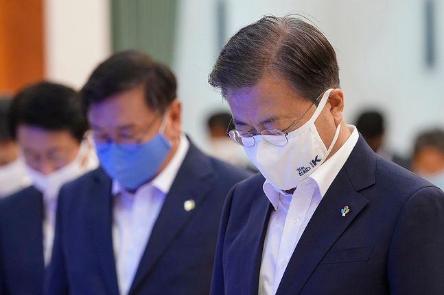 문재인 대통령이 3일 자신의 SNS를 통해 코로나19 집단 감염을 막기 위한 방역수칙 준수를 당부했다. (자료사진) ⓒ청와대