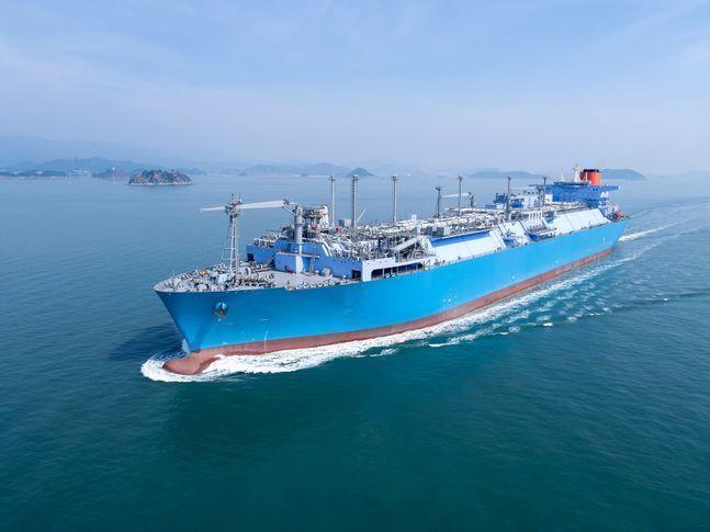 한국 조선 3시가 중동 카타르에서 23조원 규모 신규 수주를 따냈다. 사진은 대우조선해양이 건조한 LNG-FSRU.ⓒ대우조선해양