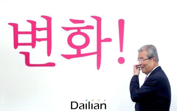 김종인 미래통합당 비상대책위워장이 4일 오전 국회에서 열린 비상대책위원회의에 참석하고 있다. ⓒ데일리안 박항구 기자