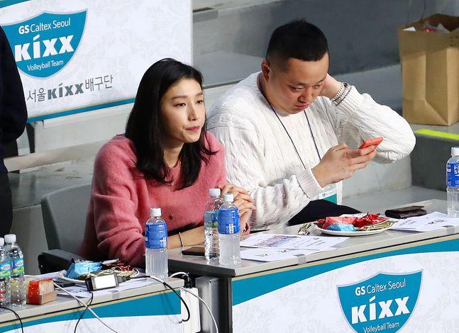 지난 1월 V리그 경기 관람한 김연경. ⓒ 뉴시스