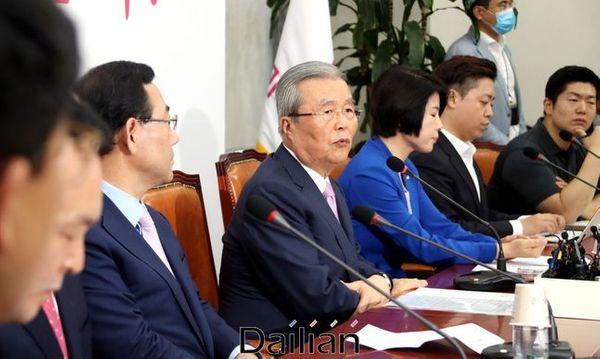 김종인 미래통합당 비상대책위원장이 11일 오전 국회에서 열린 비상대책위원회의에서 모두발언을 하고 있다. ⓒ데일리안 박항구 기자