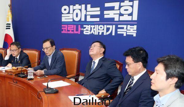 이해찬 더불어민주당 대표가 지난 12일 오전 국회에서 열린 최고위원회의에서 발언을 하고 있다. ⓒ데일리안 박항구 기자