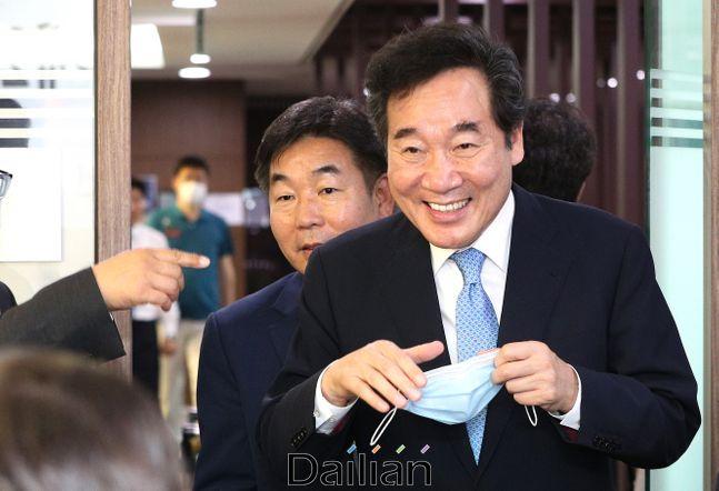 이낙연 더불어민주당 의원이 지난 11일 서울 여의도 국회 의원회관에서 열린 기자협회 언론인 출신 21대 국회의원 간담회에 참석하고 있다. ⓒ데일리안 박항구 기자